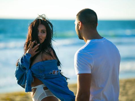 Артем Качер снял известную американскую модель в своем новом видео.