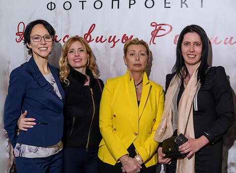 Выставка картин Варвары Бахметьевой и других художников в галерее G8