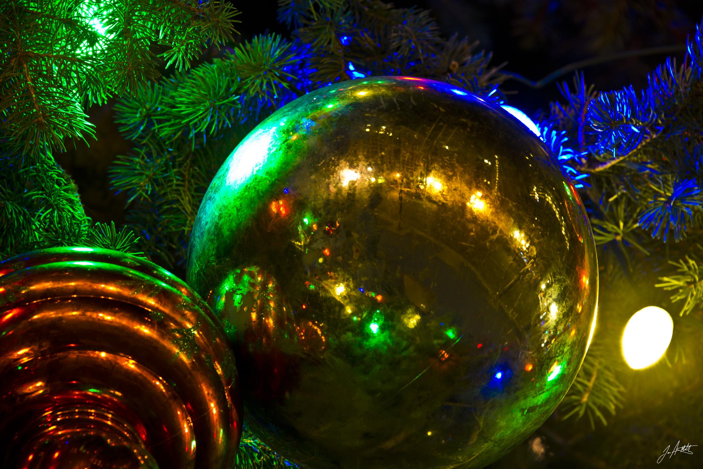 Day352_ChristmasBalls_December18