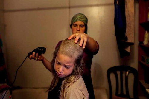 Shira rasa i capelli a Yisrael Lev