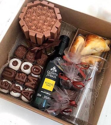 CESTA DE CHOCOLATE E VINHO