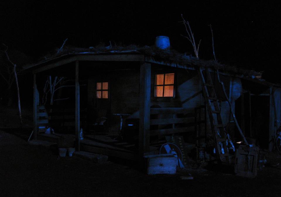 IL SEGRETO DEGLI ALBERI - ricostruzione baracca nel bosco