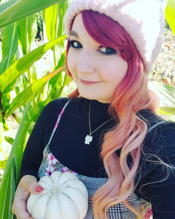 Ayano: Blogger, Bedazzler, Otaku Connoisseur