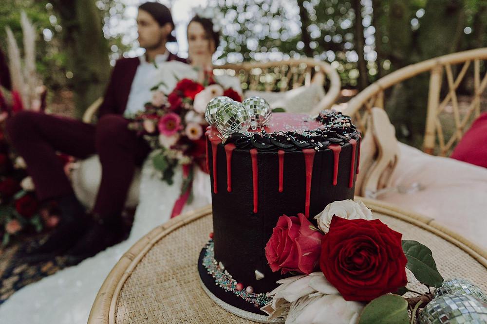 woodland wedding, disco wedding, black wedding cake