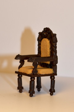 1:25 CARVED WOODEN CHAIR
