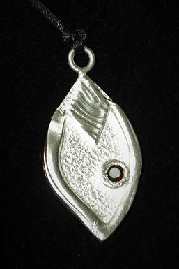 2965 - Leaf shape with textured diamond shape insert