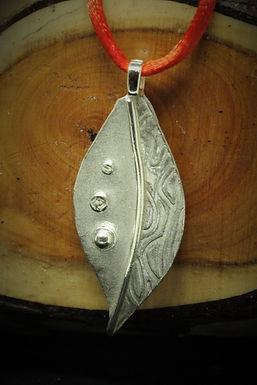 4013 - Half textured leaf shape