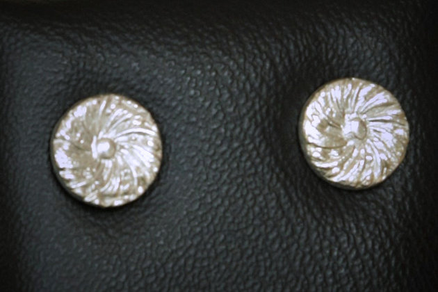 3123 - Small patterned round studs