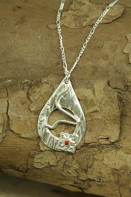 6347 - Teardrop with square flower and red centre