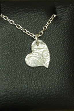 3137 - Small textured heart