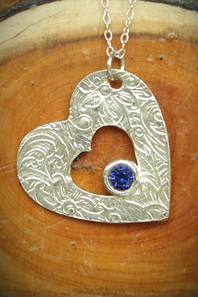 3552 - Textured heart and blue stone