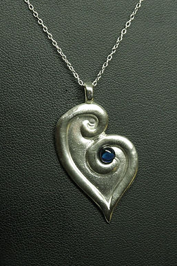 5183 - Stylised moulded heart with blue cabochon