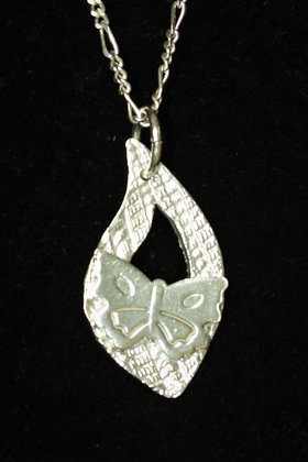 2908 - butterfly on curved teardrop ring