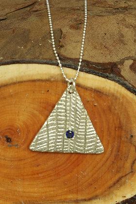 3272 - Triangle with dark blue stone