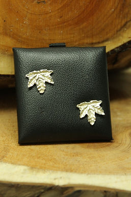6410 - small sycamore leaf studs