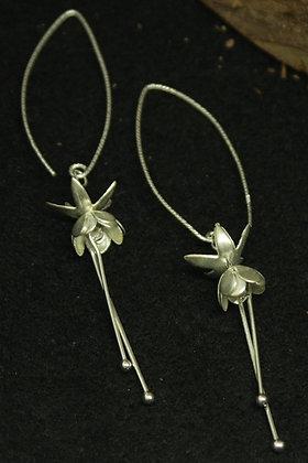 6383 - Dangly fuschia earrings