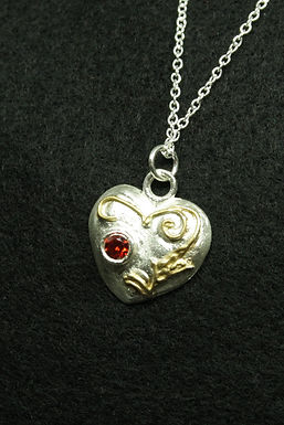 5123 - Pillowed heart with gold leaves and red stone