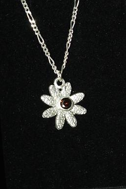 2922 - Daisy with dark red stone