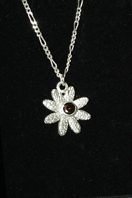 2922 - Daisy with dark red stone
