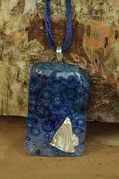2878 - Fish on blue bubble glass