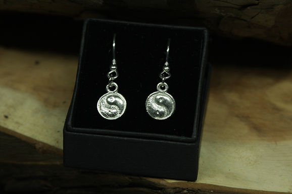 5222 - Dangly raised Ying-Yang earrings