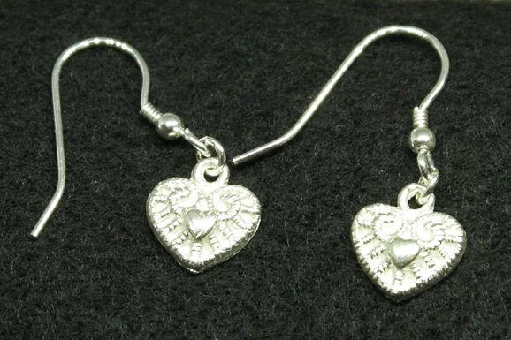 5080 - dangly moulded heart earrings