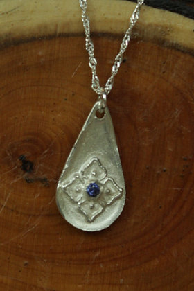 3474 - Teardrop with flower with blue centre