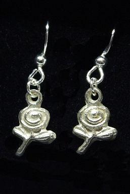 4003 - Dangly rosebud earrings