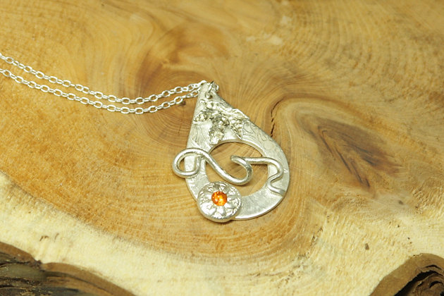 6373 - Teardrop with flower with orange centre
