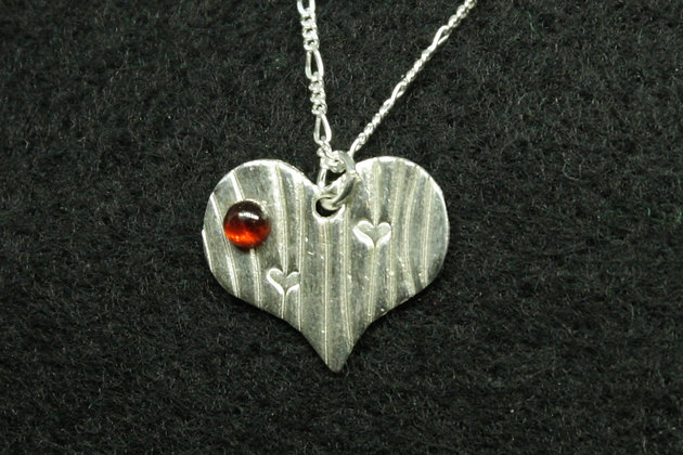 5170 - small textured heart with red cabochon