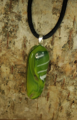 2868 - Green/white thin oval pendant