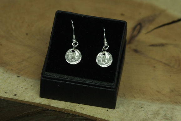 5238 - Dangly indented Ying-Yang earrings