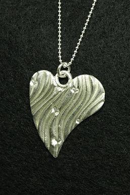5157 - Large asymmetric stylised heart
