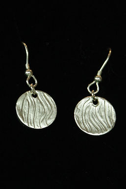 3575 - Dangly textured circle earrings