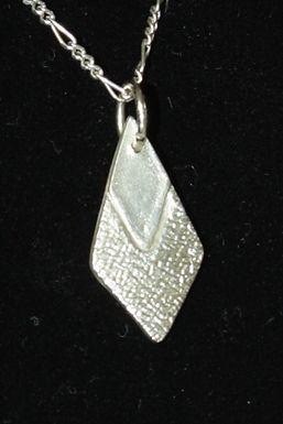 2975 - Two-tone diamond shape