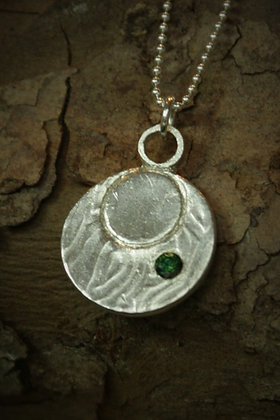 3463 - Circle with green stone