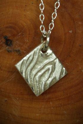 3531 - Textured diamond shape