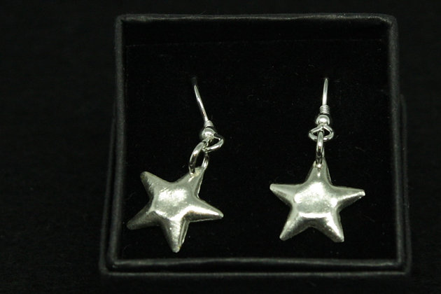 4865 - Dangly cushioned stars - flat centre