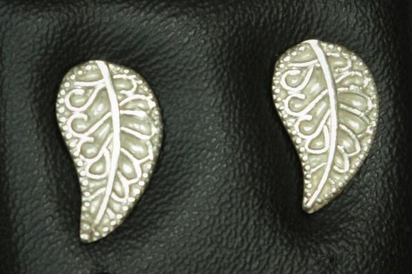 3117 - Stylised leaf studs