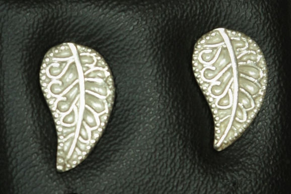 3117 - Stylised leaf studs