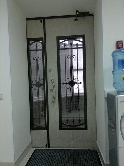 Metallicheskaya-dver-s-panelyu-MDF-so-st