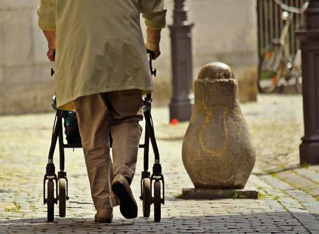 Coronavirus e anziani: sicurezza sì, isolamento no