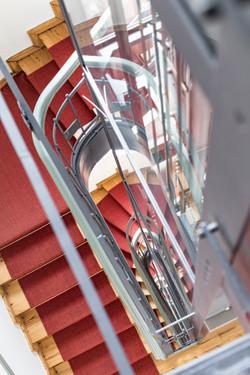 STEPS DOWNSTAIRS...ODER DOCH DER LIFT?