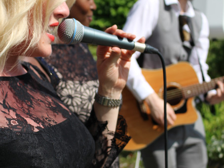 Why choose live music at your wedding?