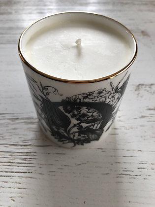 Bougie naturelle , pot porcelaine blanche  , artiste anglais