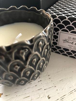 Bougie senteur black circus , dans petit pot en céramique , combustion 20h env