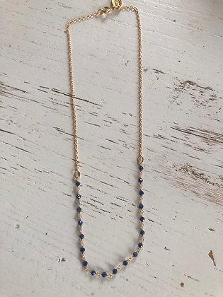 Collier ras vdu cou ,plaqué or et petites perles de lapis-lazuli