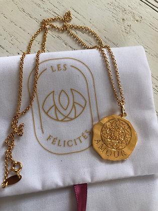 Collier chaîne avec petite médaille amour Les Felicites