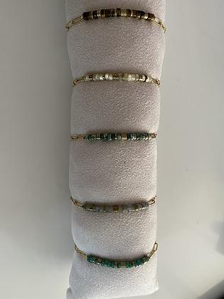 Bracelet plaque or , rondelles pierres semi précieuses au choix