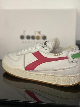 Tennis diadora blanche , ligne rose